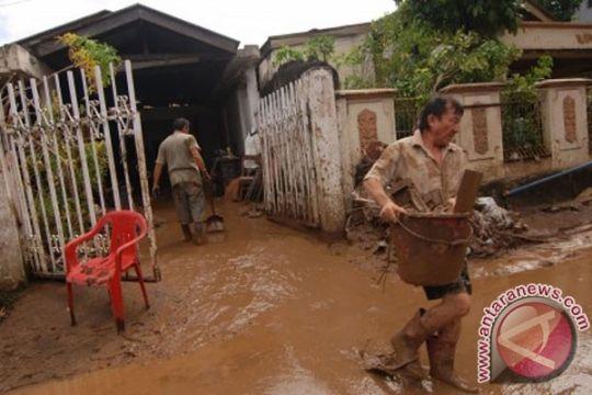 6.000 TNI, Polri-PNS bersihkan Manado pasca banjir