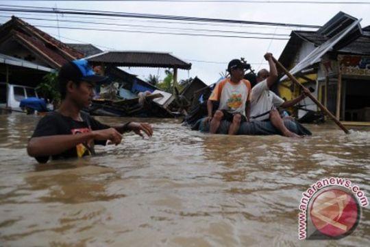 Pengungsi banjir Subang butuh popok dan selimut