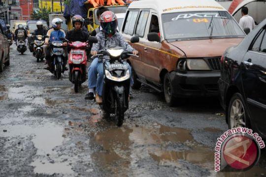 Sejumlah ruas jalan jalur selatan Jateng rusak