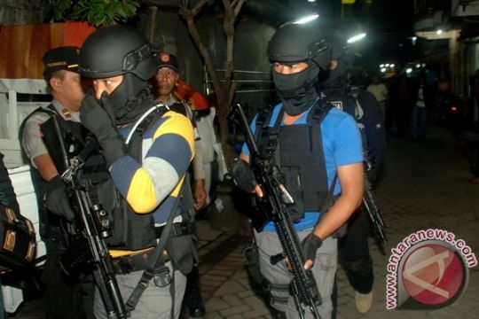 Densus 88 gerebek rumah terduga teroris Surabaya