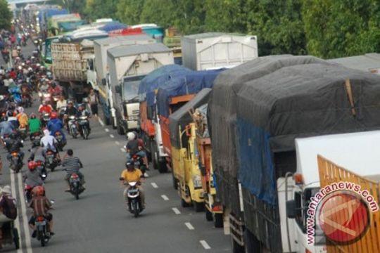 Selain banjir Pantura, ini hambatan truk barang ke Jakarta