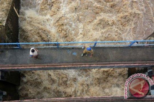 Pintu air 10 Tangerang diperbaiki 2014