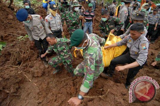 Pencarian korban longsor di Jombang diteruskan