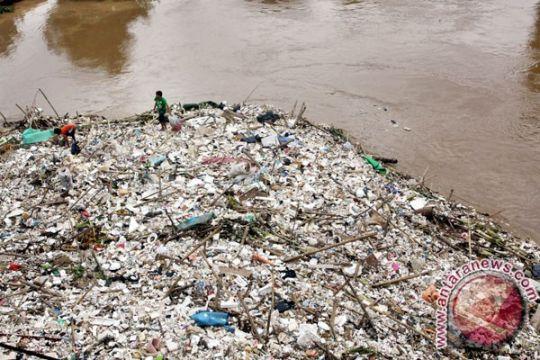 Sepuluh Sungai Bekasi tercemar