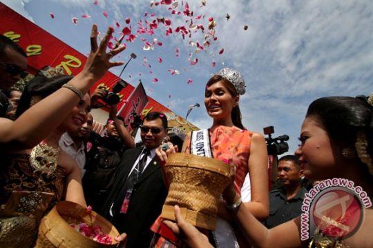 Miss Universe suka cendol dan bakpia