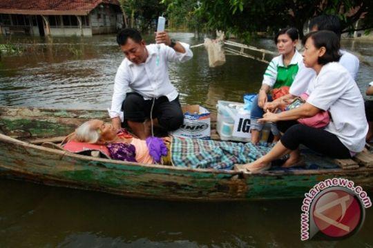 Warga Merapi bantu rumput untuk korban banjir