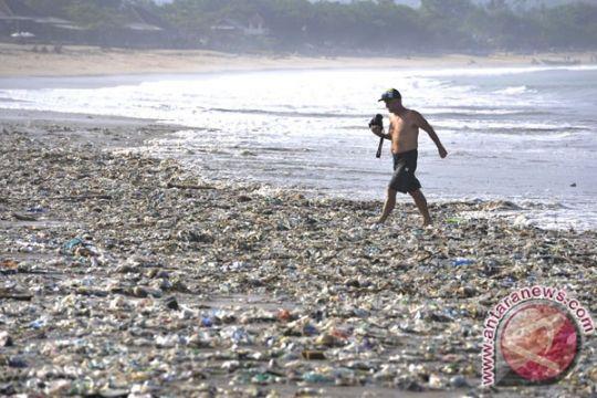 Wisata pantai Kupang dipenuhi sampah