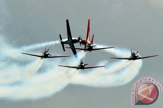 Masyarakat Palembang antusas nikmati aerobatik Tim Jupiter