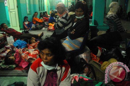 Bulog salurkan beras bantu pengungsi Gunung Kelud