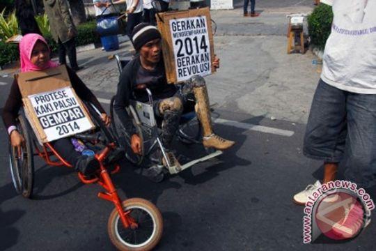 Sri Lestari keliling Indonesia dengan kursi roda