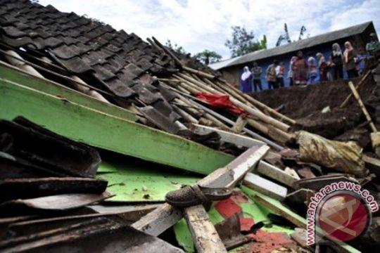 Delapan rumah di Solok Selatan tertimbun longsor