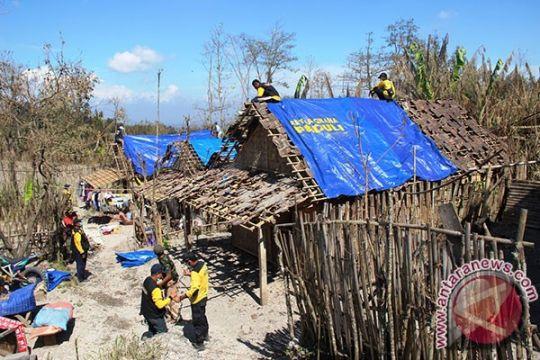 Pasangan lansia di Cirebon tinggal beratap terpal