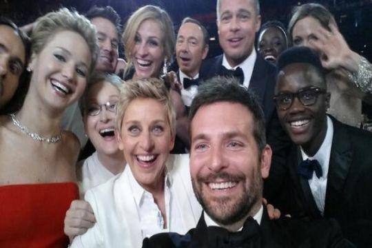 """""""Gila-gilaan"""" Ellen DeGeneres saat bawakan Oscar"""