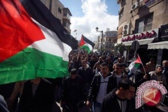 Pegiat Palestina dipindahkan dari lokasi Laut Mati dengan paksa