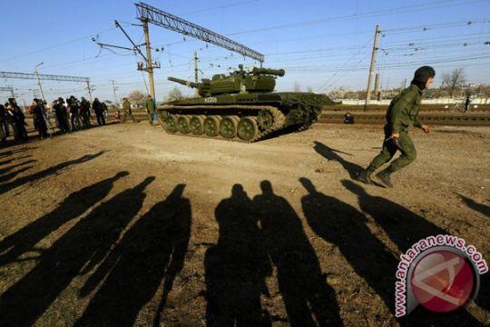 Rusia tekan Ukraina lucuti kelompok paramiliter