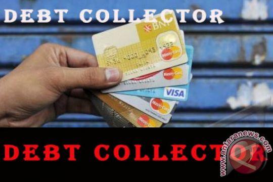 """Polisi bekuk """"debt collector"""" di kolong meja"""