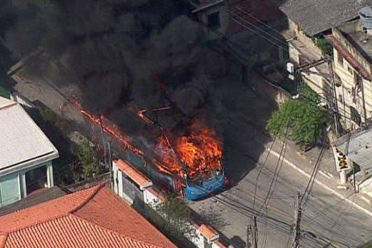 Aksi protes anti-polisi, bus dan truk dibakar massa Brazil