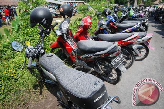 Hujan abu tipis meliputi lereng Merapi di Sleman