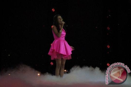 Nowela panen pujian di awal grand final Indonesian Idol