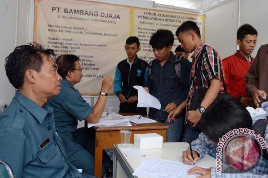 Ribuan pencari kerja datangi Bursa Kerja Surabaya