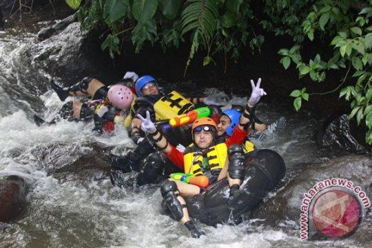 Empat wisatawan peserta tubing meninggal terseret banjir di Magelang