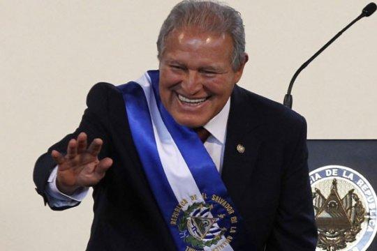 Mantan gerilyawan dilantik sebagai presiden El Salvador