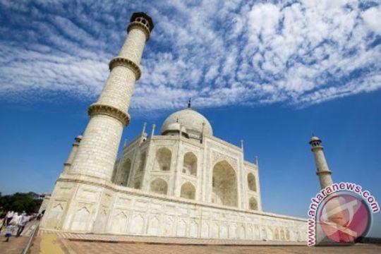 Polusi India membuat marmer putih Taj Mahal jadi hijau