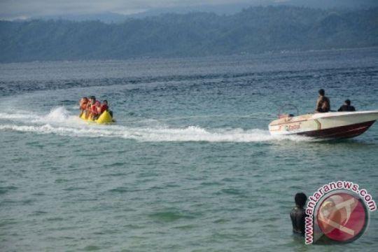 Pantai Pasir Putih dipadati pengunjung