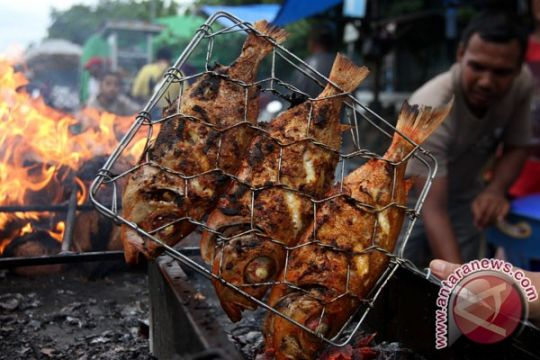 Lomba bakar ikan Sunter meriahkan Tahun Baru 2019