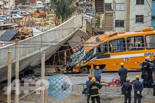 Jalan layang di Belo Horizonte ambruk, dua orang tewas