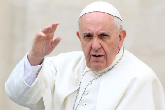 Paus nikahkan pasangan pramugara/pramugari dalam penerbangan di Chile