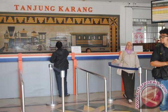 Pemudik naik kereta api di Tanjungkarang naik tujuh persen