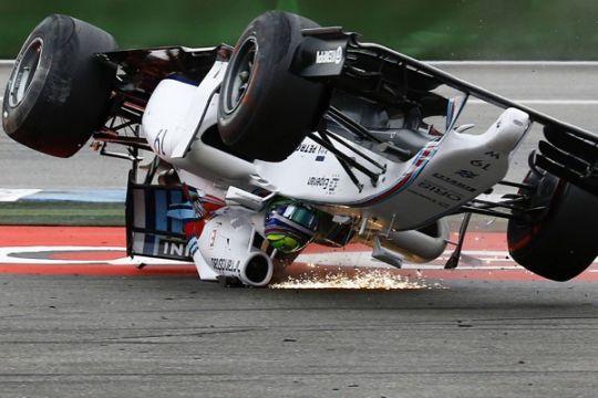 Pebalap F1 ancam mogok jika masalah ban berlanjut