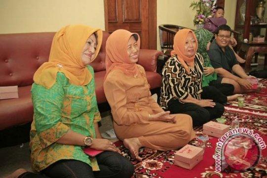 Keluarga Jokowi sujud syukur terharu