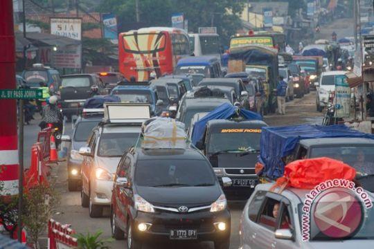 Jalan arteri Karawang--Jomin macet