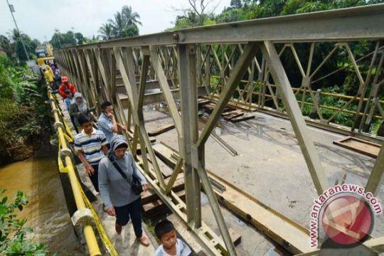 TNI bantu selesaikan kontruksi jembatan Aceh Jaya