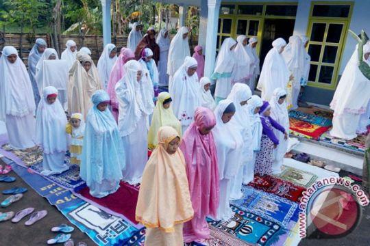 Penganut Islam Aboge laksanakan Shalat Idul Fitri