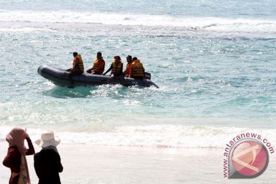 Wisatawan Swiss diselamatkan setelah terseret ombak