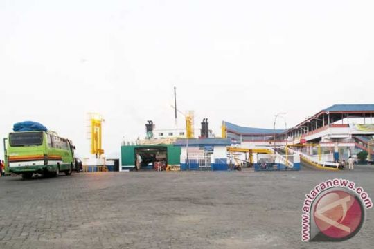 Pemudik melalui Pelabuhan Bakauheni masih sepi
