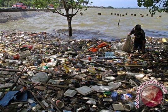 Jutaan ton sampah plastik mengalir ke samudra tiap tahun