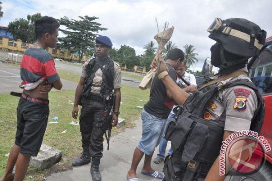Puluhan senjata disita dari peserta kampanye