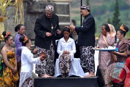 Ritual potong rambut gimbal tutup festival budaya Dieng