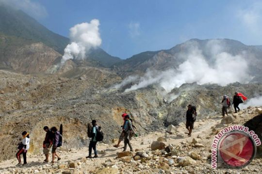 Gunung Papandayan masih terbakar