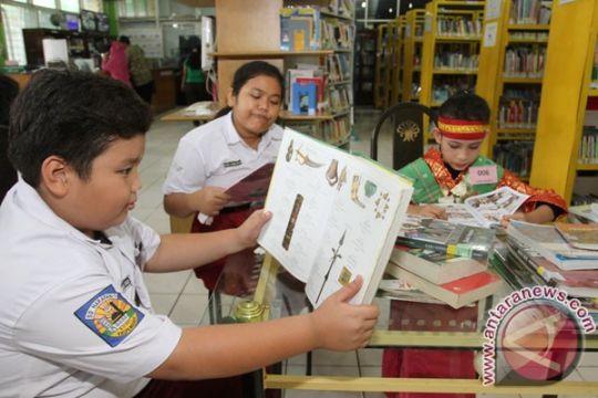 Ajak anak membaca dengan cara kreatif, kata Mendikbud