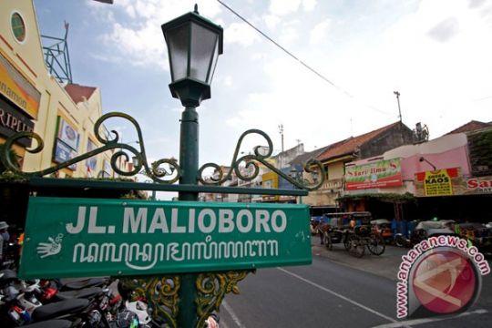 Jl Malioboro  ramai kendaraan luar daerah