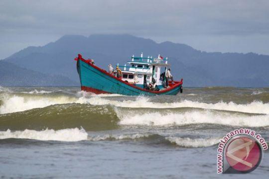 Nelayan Sulut harus waspadai gelombang tinggi