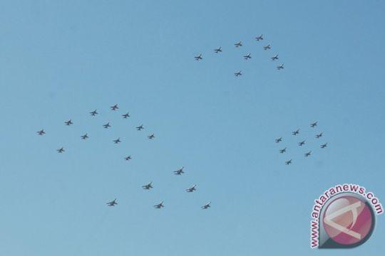 Empat jenis pesawat tempur TNI AU berlatih terbang lintas