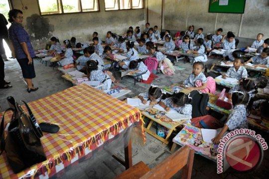 Anak transmigran Nunukan sekolah di balai desa