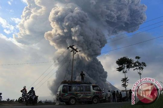 Stok beras pengungsi Gunung Sinabung menipis