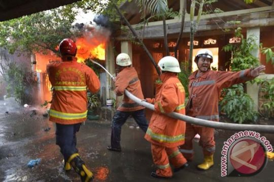 Jakpus kekurangan 600 personel pemadam